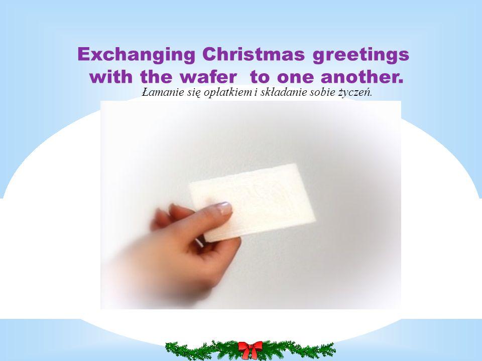 Łamanie się opłatkiem i składanie sobie życzeń. Exchanging Christmas greetings with the wafer to one another.