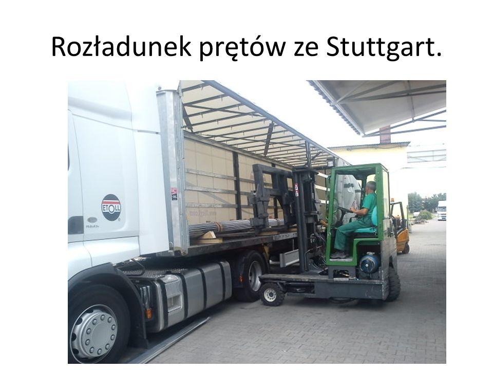 Rozładunek prętów ze Stuttgart.