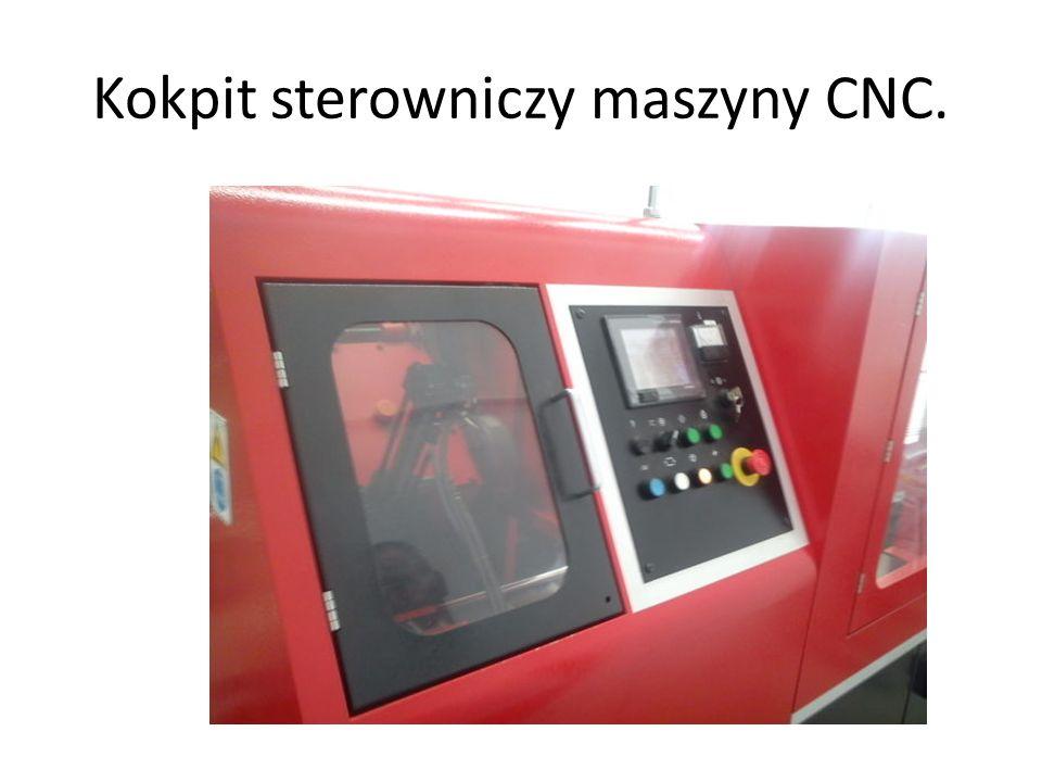 Kokpit sterowniczy maszyny CNC.