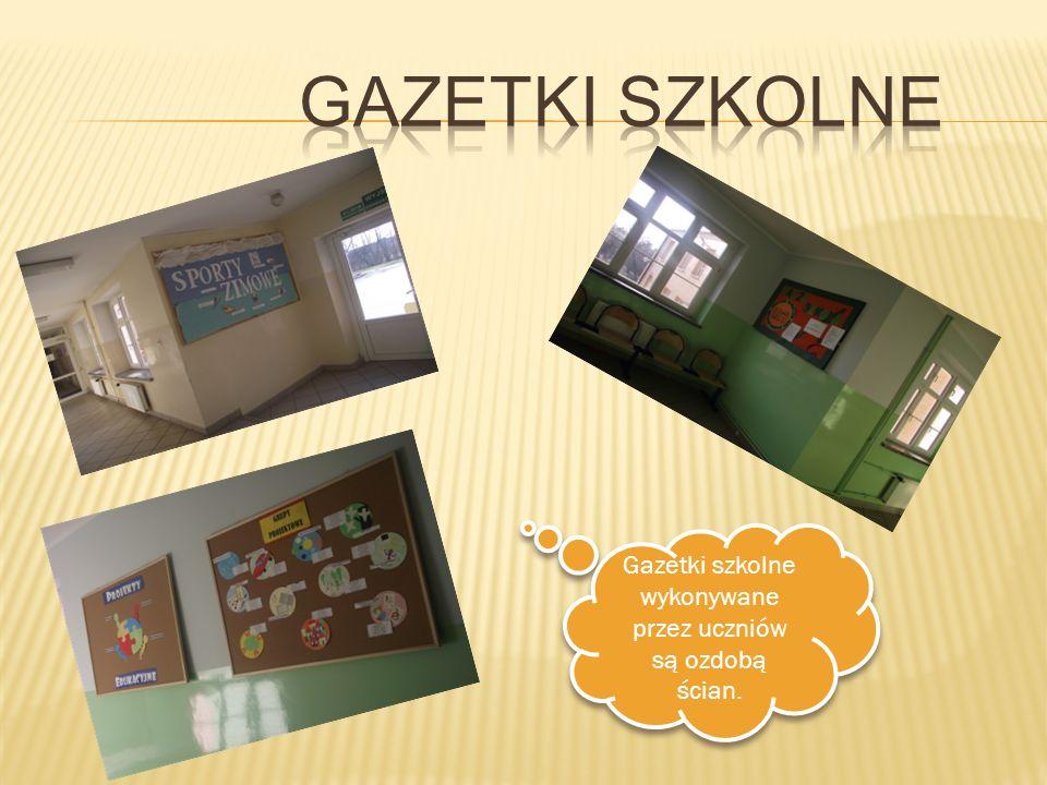 Gazetki szkolne wykonywane przez uczniów są ozdobą ścian.
