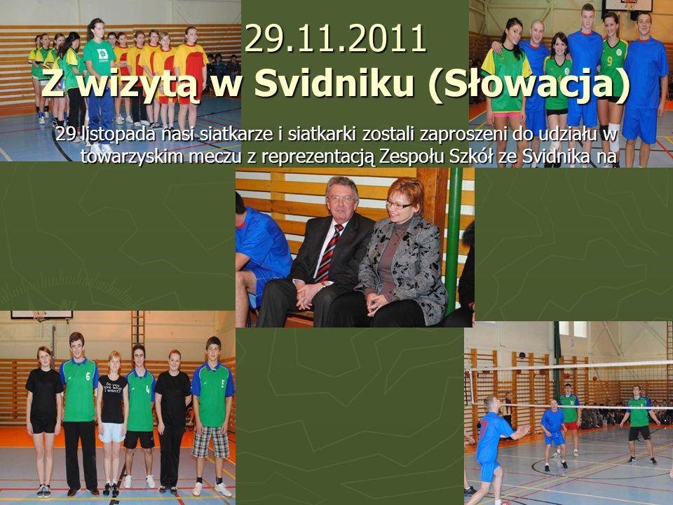 29.11.2011 Z wizytą w Svidniku (Słowacja) 29 listopada nasi siatkarze i siatkarki zostali zaproszeni do udziału w towarzyskim meczu z reprezentacją Ze