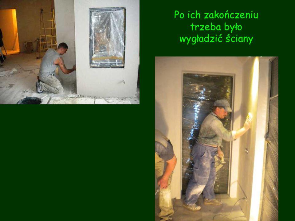 Równolegle z pracami przy sufitach ciągnęły się prace elektryczne