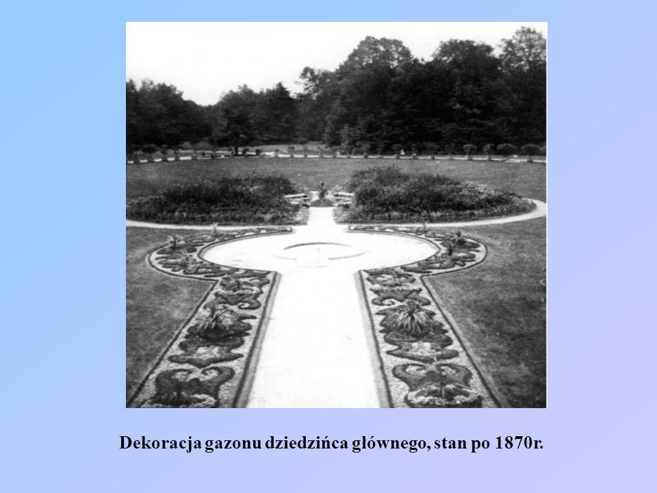 Dekoracja gazonu dziedzińca głównego, stan po 1870r.