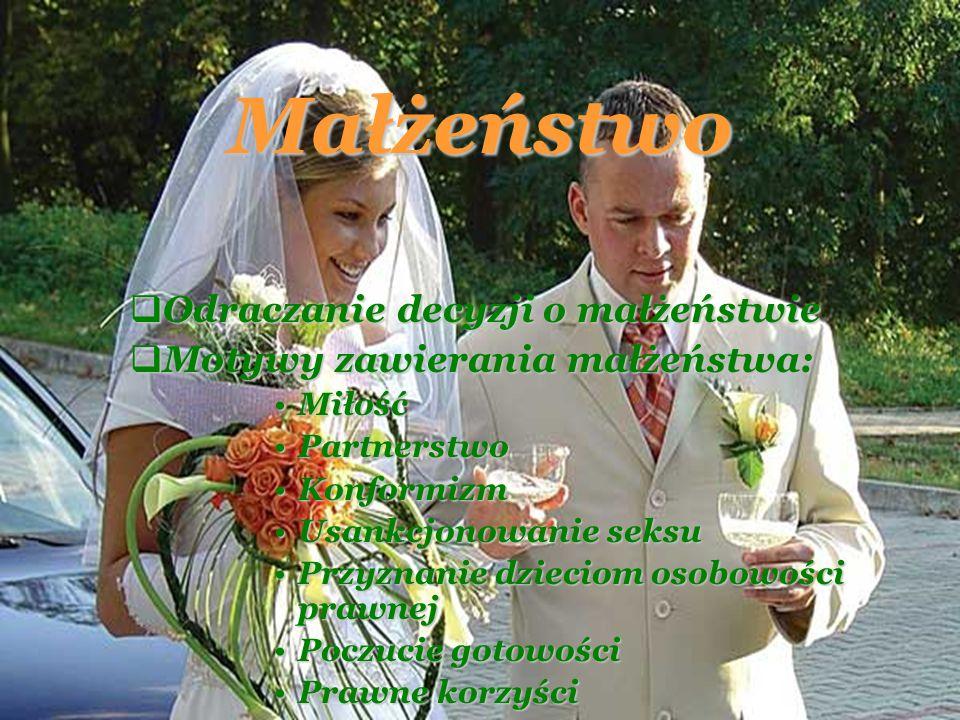 Małżeństwo Odraczanie decyzji o małżeństwie Odraczanie decyzji o małżeństwie Motywy zawierania małżeństwa: Motywy zawierania małżeństwa: MiłośćMiłość PartnerstwoPartnerstwo KonformizmKonformizm Usankcjonowanie seksuUsankcjonowanie seksu Przyznanie dzieciom osobowości prawnejPrzyznanie dzieciom osobowości prawnej Poczucie gotowościPoczucie gotowości Prawne korzyściPrawne korzyści