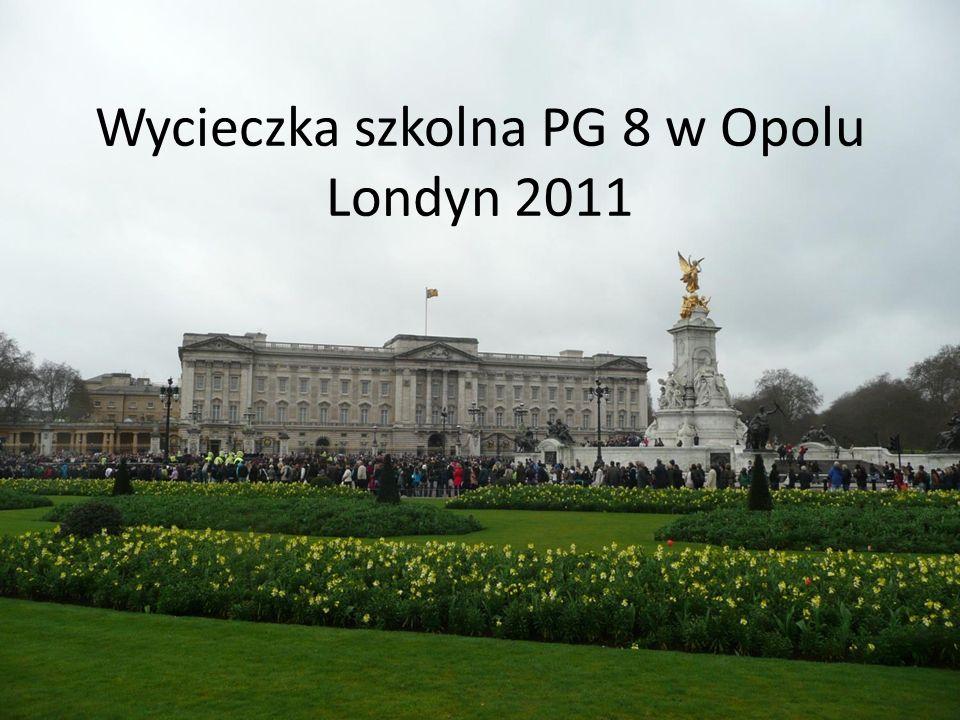 Ostatniego dnia byliśmy z wizytą u królowej. Tak ucieszyła się z wizyty, aż kazała zmienić wartę.