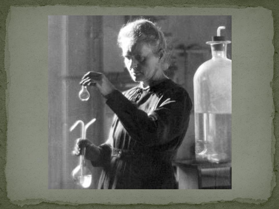 Przypuszczamy, że ciało które wyodrębniliśmy ze smółki uranowej zawiera nieznany jeszcze metal, zbliżony do bizmutu ze swoich właściwości chemicznych.