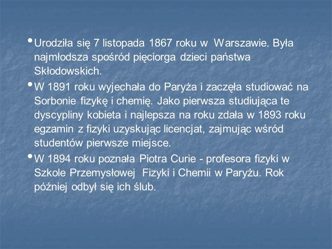 Urodziła się 7 listopada 1867 roku w Warszawie. Była najmłodsza spośród pięciorga dzieci państwa Skłodowskich. W 1891 roku wyjechała do Paryża i zaczę