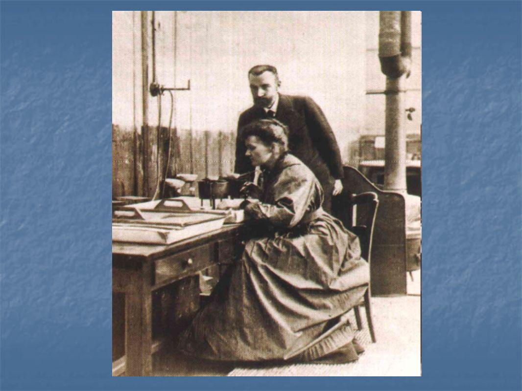 W 1903 roku Maria Skłodowska Curie uzyskała doktorat nauk fizycznych za Badania nad substancjami promieniotwórczymi oraz wyróżniona została nagrodą Nobla w dziedzinie fizyki wraz z Piotrem Curie i Henrykiem Becquerelem.