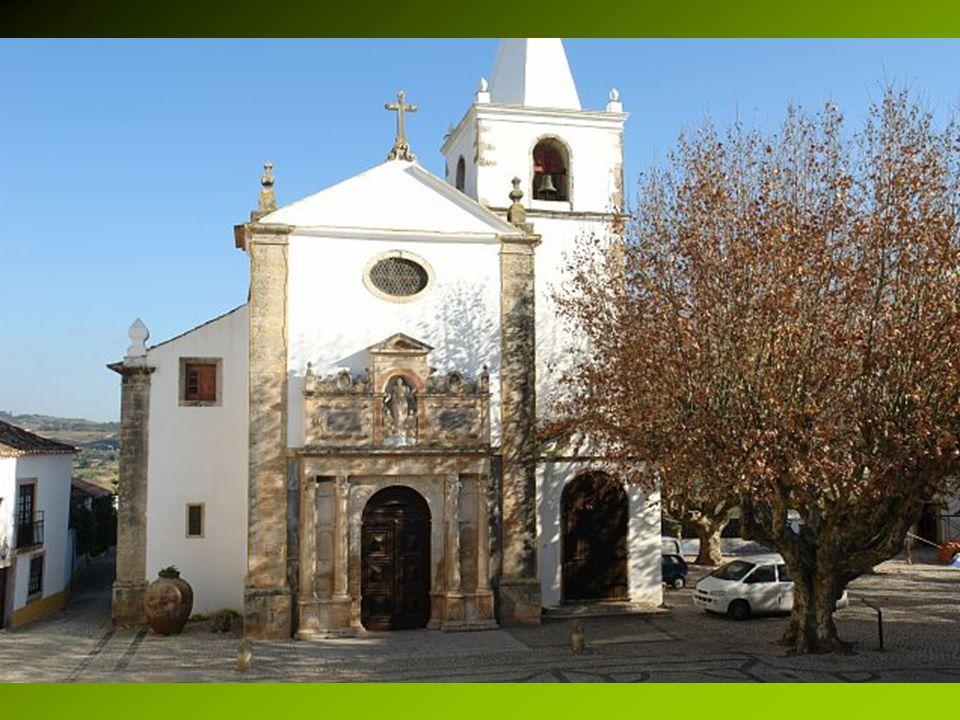 Na głównym placu miasteczka stoi katolicki kościół Santa María. Kiedyś była tu świątynia Wizygotów, a potem meczet. W roku 1444 odbył się w kościele ś
