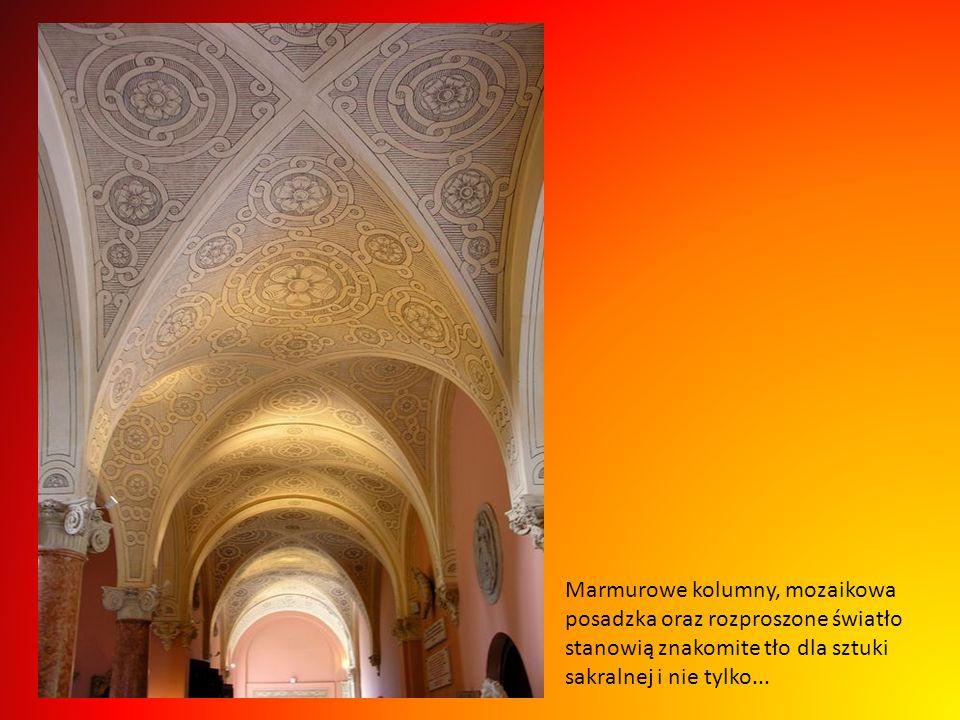 Baronową szczególnie interesowało XVIII wieczne dekoratorstwo, dlatego też urządziła dwa salony z tej epoki, salon Ludwika XV i Ludwika XVI, niektóre
