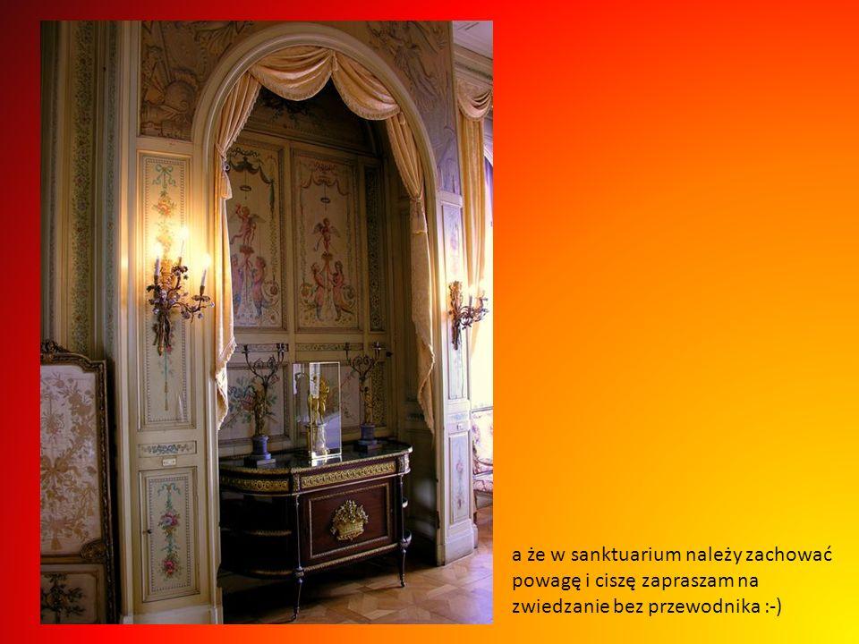 Zaglądnijmy więc do prawdziwego sanktuarium sztuki i kultury, to salon Ludwika XVI, bogato zdobiony w najlepsze boazerie, dywany, krzesła obijane XVII
