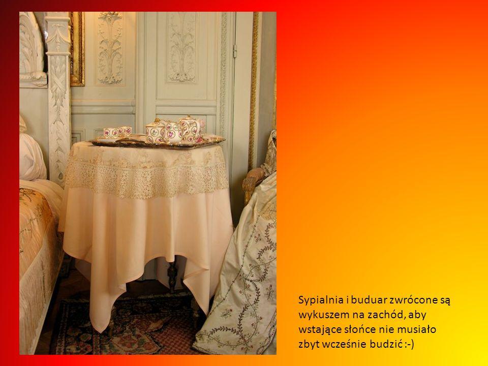 Wstąpmy na chwilkę i do buduaru Beatrice, ten mebelek wykonany w XVIII wieku niegdyś był własnością samej Marii Antoniny :-)