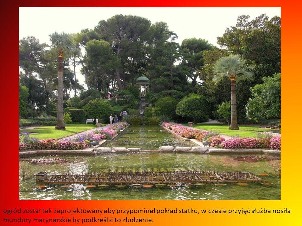 Pierwszym największym jest ogród francuski z sadzawkami i fontannami na środku...