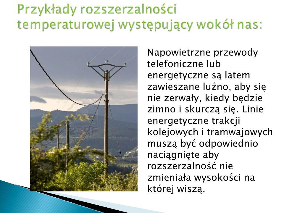 Napowietrzne przewody telefoniczne lub energetyczne są latem zawieszane luźno, aby się nie zerwały, kiedy będzie zimno i skurczą się. Linie energetycz