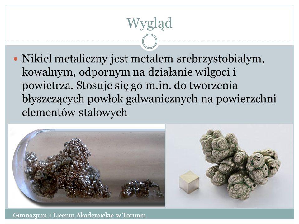 Wygląd Nikiel metaliczny jest metalem srebrzystobiałym, kowalnym, odpornym na działanie wilgoci i powietrza. Stosuje się go m.in. do tworzenia błyszcz