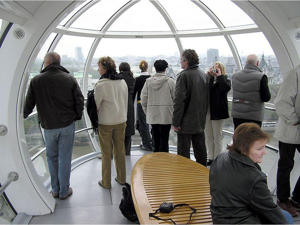 Krotki opis budowy:Elementy stalowe dostarczano na plac budowy barkami pływającymi po Tamizie. Londyńskie oko powstawało na ważących niemal 12 tysięcy