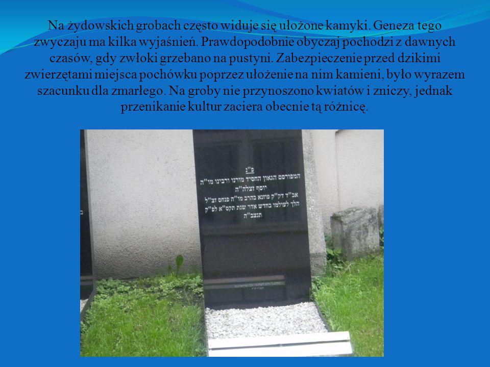 Na żydowskich grobach często widuje się ułożone kamyki.