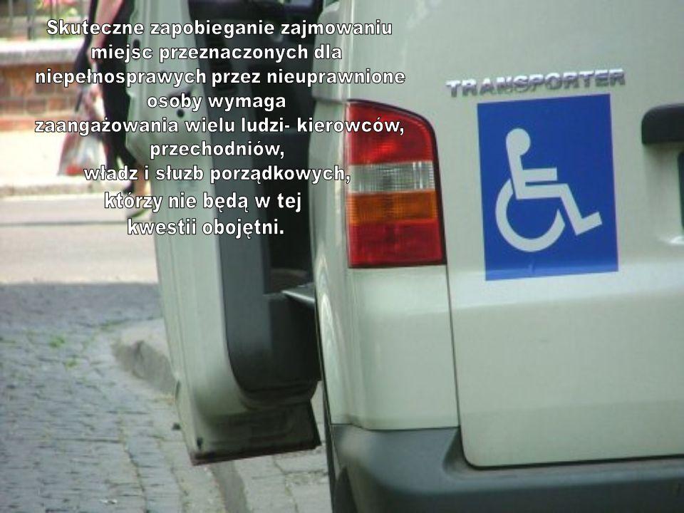 Z pewnością potrzebujemy także zmian przepisów prawa i zaostrzenia kar, jednak czasem skuteczniejsze okazuje się proste zwrócenie uwagi, kiedy widzimy, że pełnosprawny kierowca parkuje na kopercie .