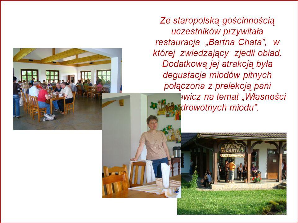Ze staropolską gościnnością uczestników przywitała restauracja Bartna Chata, w której zwiedzający zjedli obiad.