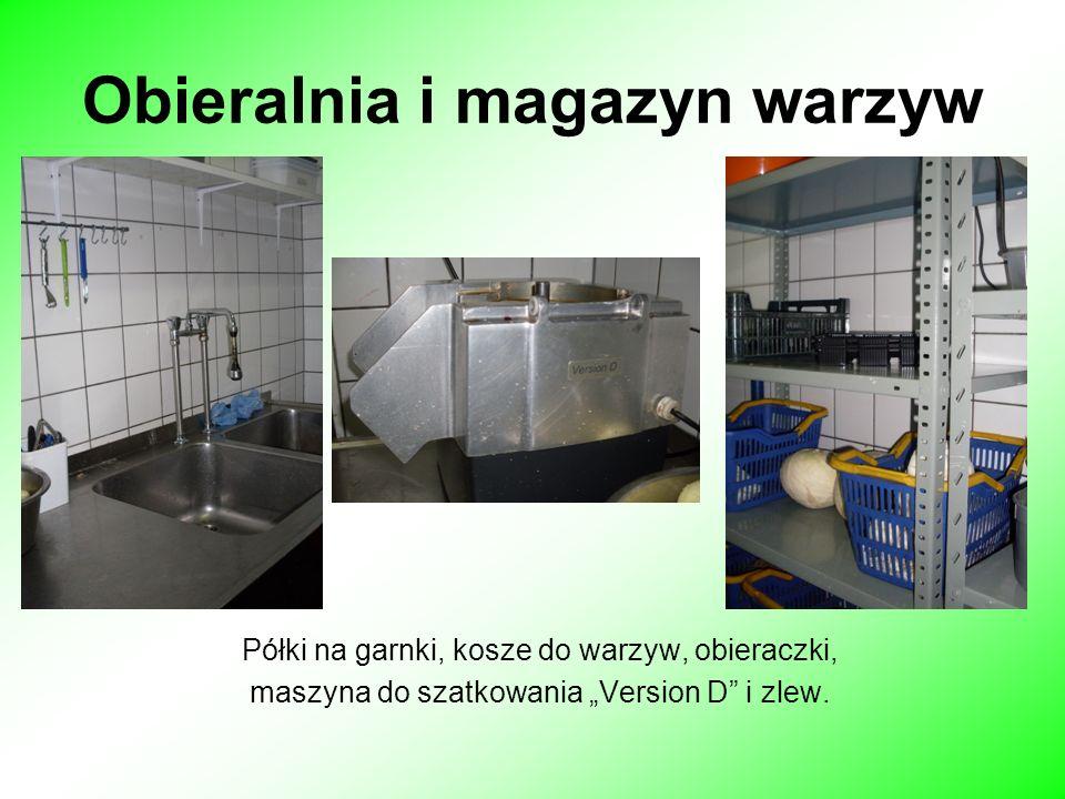 Obieralnia i magazyn warzyw Półki na garnki, kosze do warzyw, obieraczki, maszyna do szatkowania Version D i zlew.