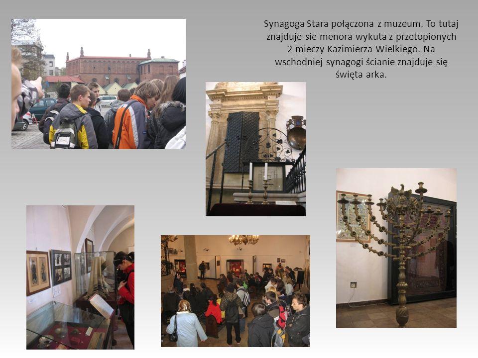 Synagoga Stara połączona z muzeum. To tutaj znajduje sie menora wykuta z przetopionych 2 mieczy Kazimierza Wielkiego. Na wschodniej synagogi ścianie z