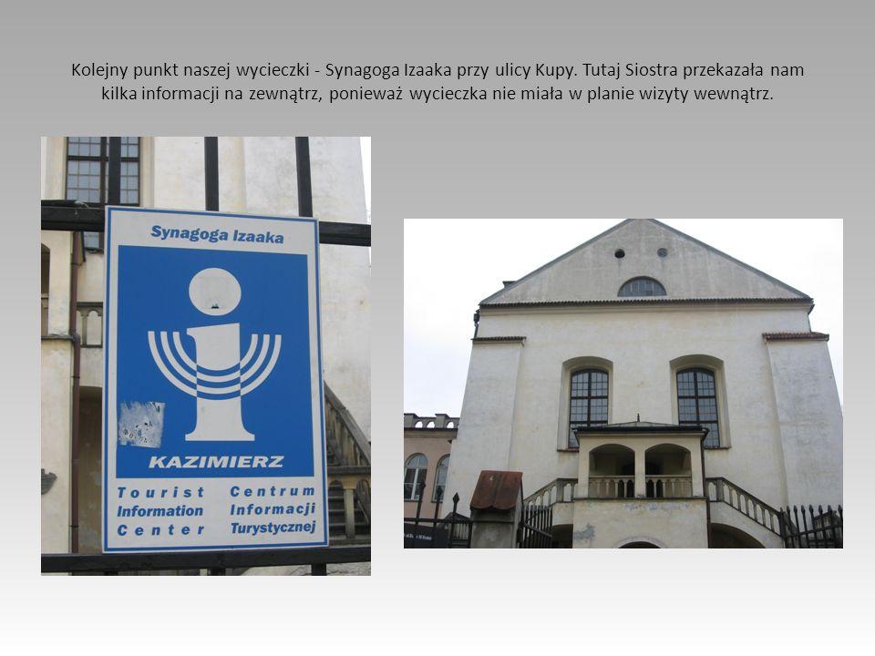 Kolejny punkt naszej wycieczki - Synagoga Izaaka przy ulicy Kupy. Tutaj Siostra przekazała nam kilka informacji na zewnątrz, ponieważ wycieczka nie mi