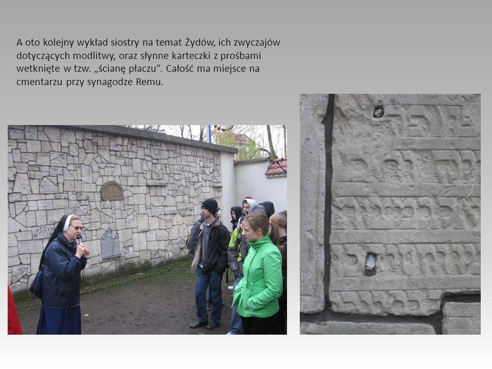 A oto kolejny wykład siostry na temat Żydów, ich zwyczajów dotyczących modlitwy, oraz słynne karteczki z prośbami wetknięte w tzw. ścianę płaczu. Cało
