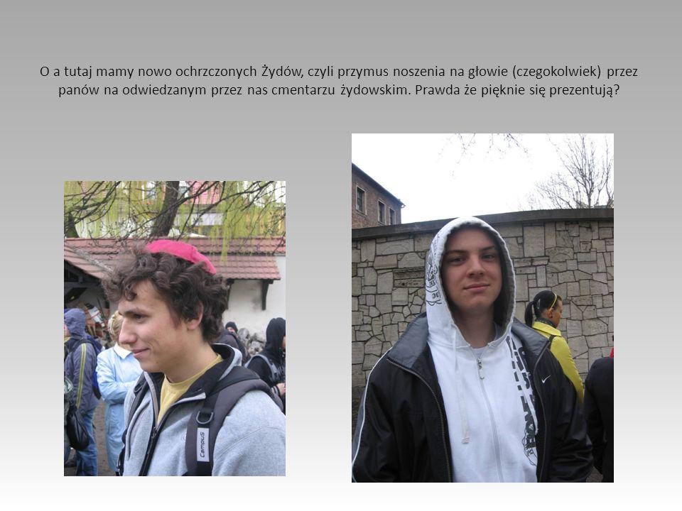 O a tutaj mamy nowo ochrzczonych Żydów, czyli przymus noszenia na głowie (czegokolwiek) przez panów na odwiedzanym przez nas cmentarzu żydowskim. Praw