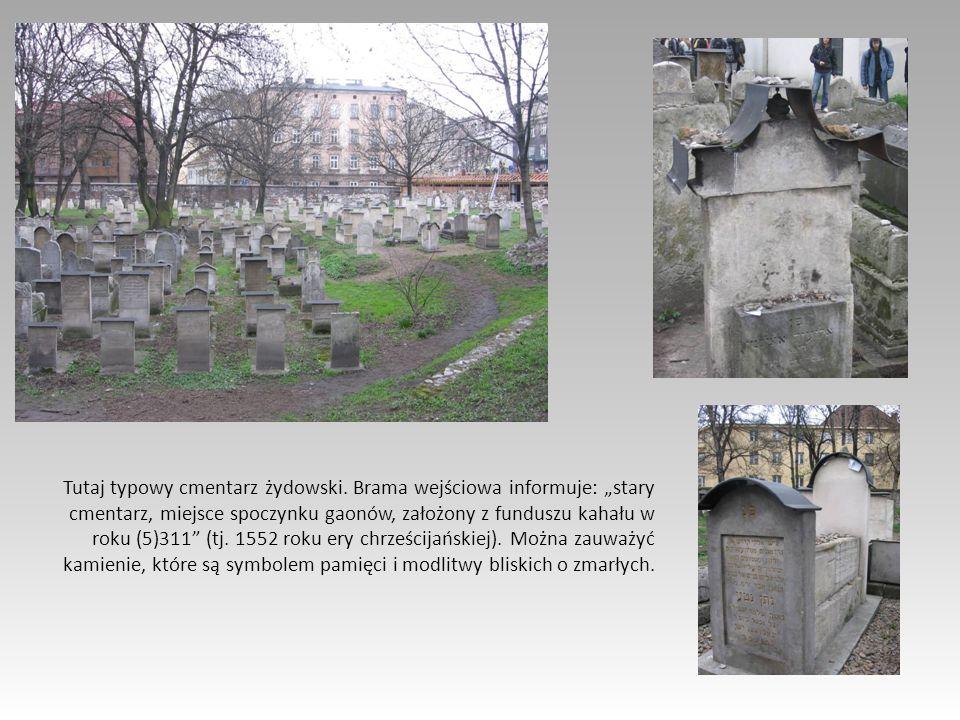 Tutaj typowy cmentarz żydowski. Brama wejściowa informuje: stary cmentarz, miejsce spoczynku gaonów, założony z funduszu kahału w roku (5)311 (tj. 155