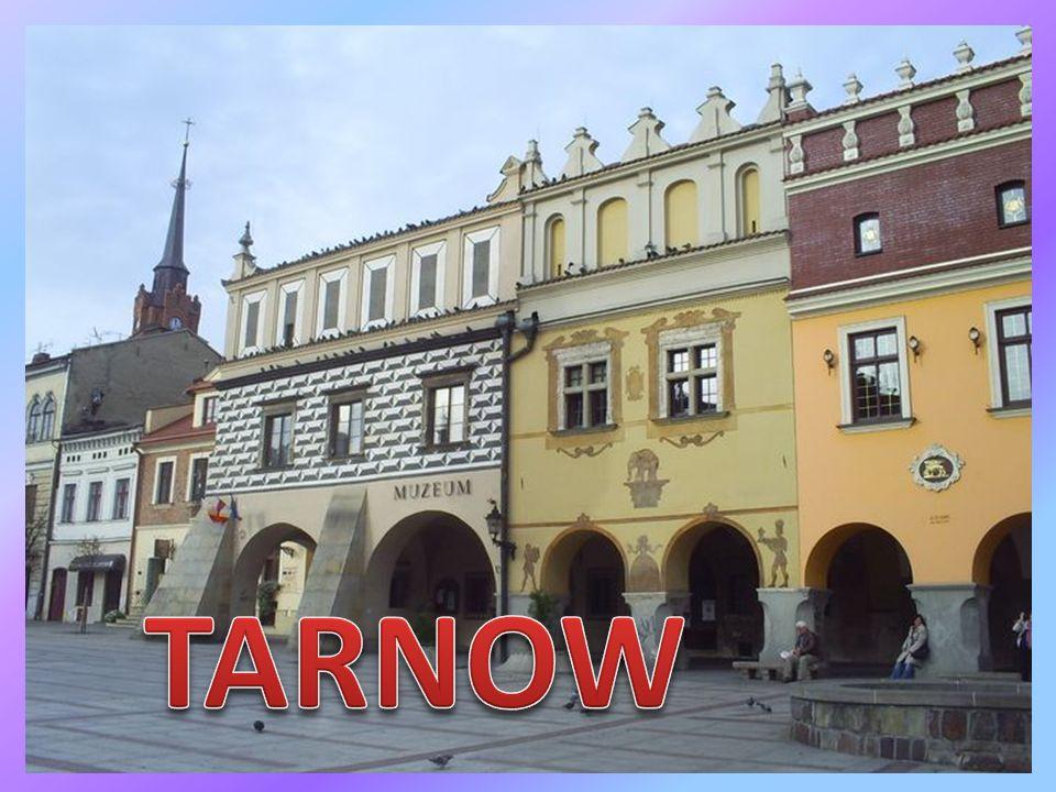 Gdzie wąską furtką po schodkach dotrzecie pod pomnik chyba największego z Tarnowian, gen.