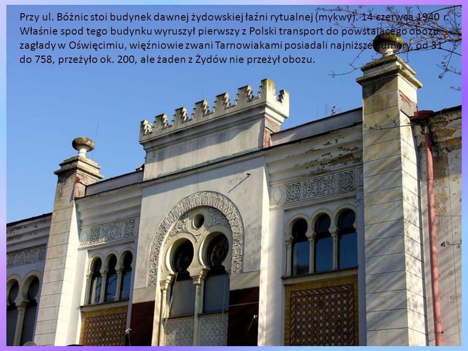 Żydzi licznie przybywali do Tarnowa już w XVII i XVIII w, władze chcąc ich zatrzymać w złupionym i wyludnionym po potopie mieście chętnie nadawały im