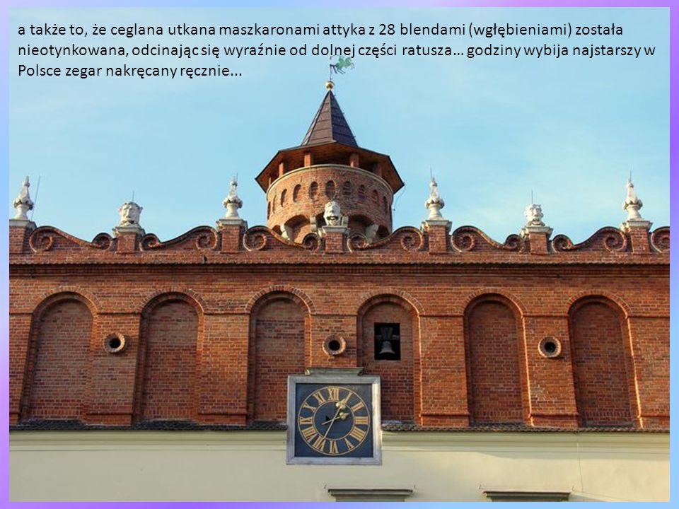 Spod katedry widać piękną budowlę, to tarnowski Ratusz, przypominający krakowskie Sukiennice, skojarzenia to słuszne, albowiem podczas XVI w przebudow