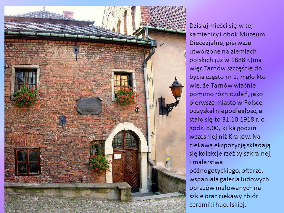 Na tyłach katedry znajduje się najstarsza kamienica, nieotynkowana, z piękną ornamentyką i kamieniarką, pochodzi ona z roku 1524, jest to Dom Mikołajo