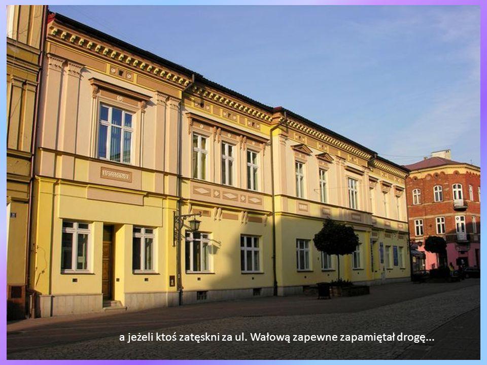 Dzisiaj mieści się w tej kamienicy i obok Muzeum Diecezjalne, pierwsze utworzone na ziemiach polskich już w 1888 r.(ma więc Tarnów szczęście do bycia