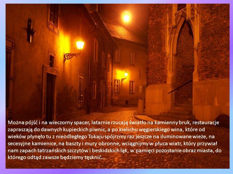 Można miasto zwiedzać szlakiem włoskiego renesansu, związków polsko - węgierskich, można też zanurzyć się w plątaninę ścieżek żydowskich, aby zadumać