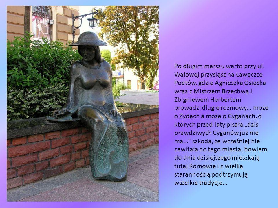 Żydzi licznie przybywali do Tarnowa już w XVII i XVIII w, władze chcąc ich zatrzymać w złupionym i wyludnionym po potopie mieście chętnie nadawały im przywileje.