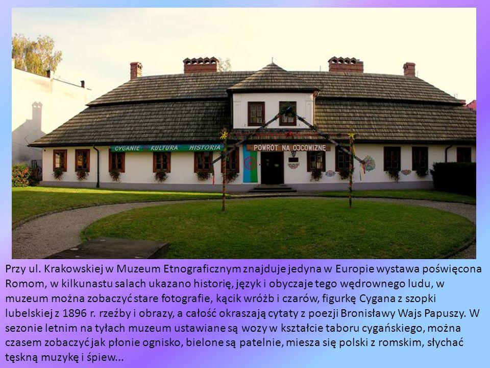 Przy ul.Bóżnic stoi budynek dawnej żydowskiej łaźni rytualnej (mykwy).