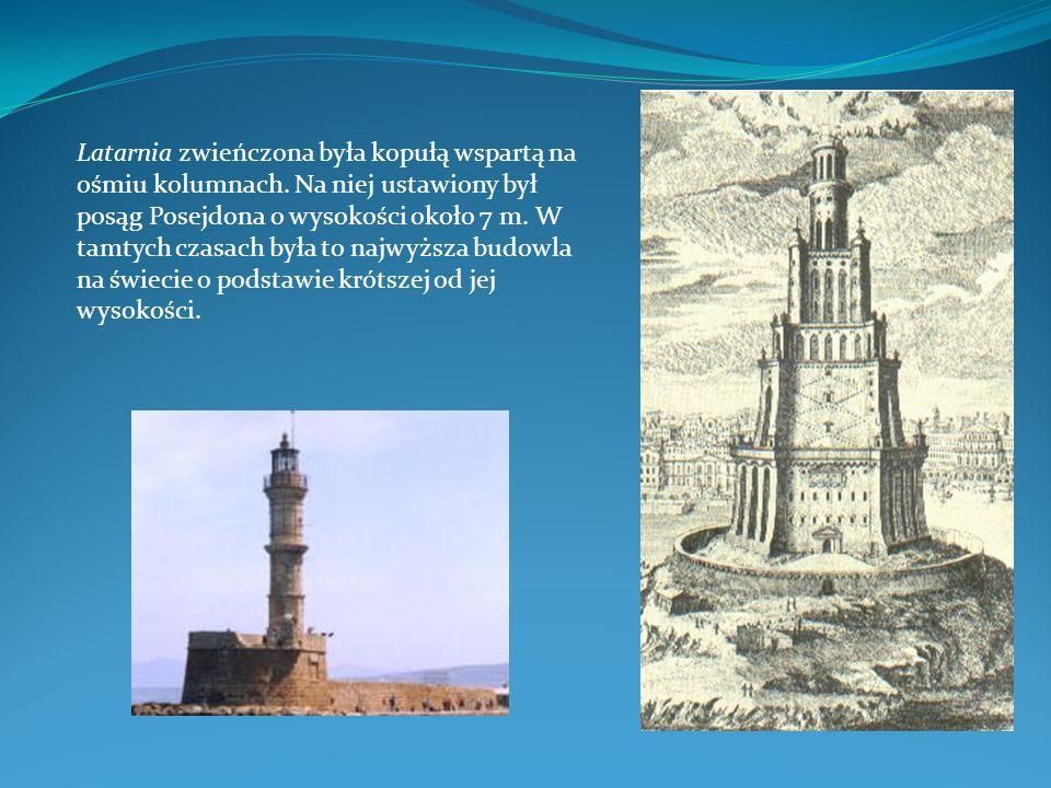 Latarnia zwieńczona była kopułą wspartą na ośmiu kolumnach. Na niej ustawiony był posąg Posejdona o wysokości około 7 m. W tamtych czasach była to naj