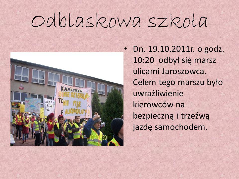 Odblaskowa szkoła Dn. 19.10.2011r. o godz. 10:20 odbył się marsz ulicami Jaroszowca. Celem tego marszu było uwrażliwienie kierowców na bezpieczną i tr