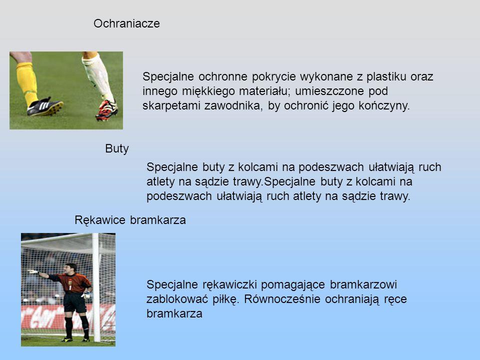 Futbol jest rozgrywany na polu o wymiarach 105x68 m.