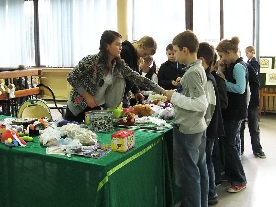 MIKOŁAJ 4 grudnia 2009 roku, miało miejsce spotkanie z Mikołajem uczniów klas 1 – 3, a 7 grudnia Mikołaj odwiedził dzieci pracowników szkoły.