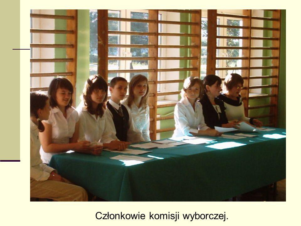 Członkowie komisji wyborczej.