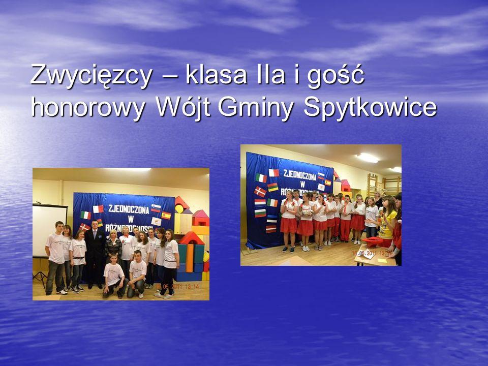 Zwycięzcy – klasa IIa i gość honorowy Wójt Gminy Spytkowice