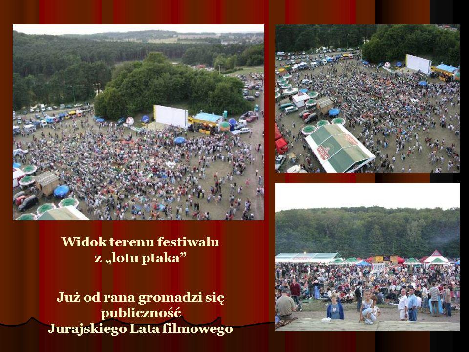 Widok terenu festiwalu z lotu ptaka Już od rana gromadzi się publiczność Jurajskiego Lata filmowego