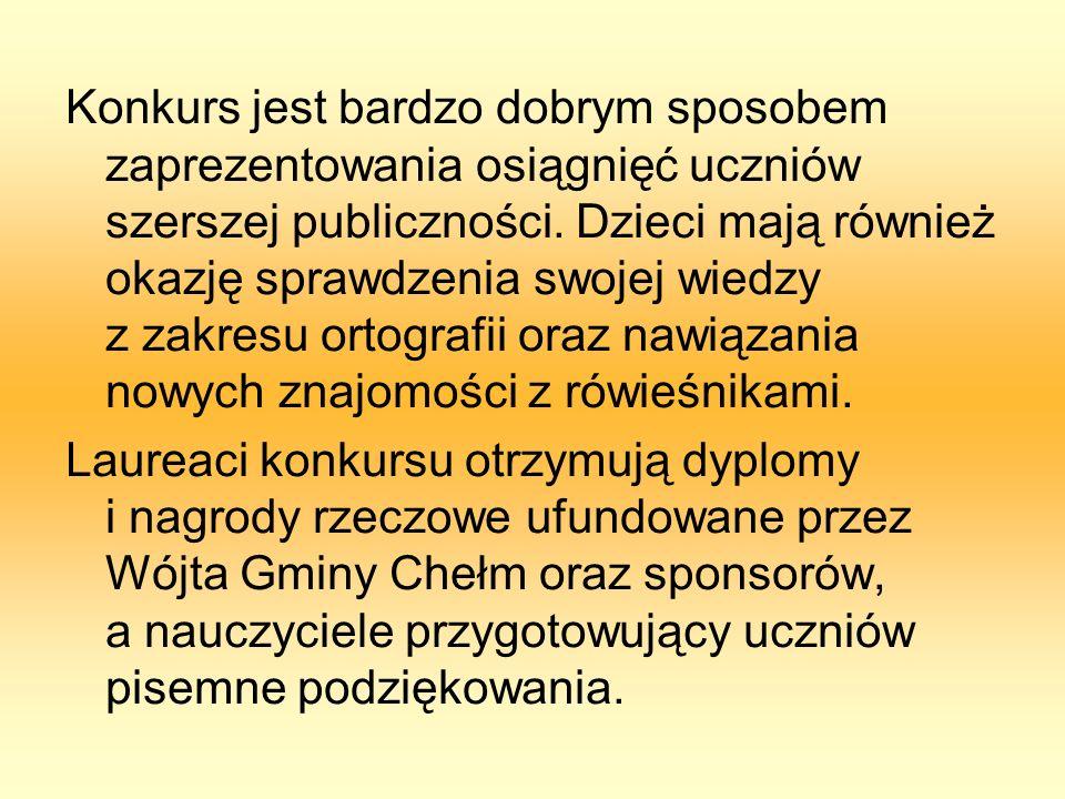 Laureaci drugiej kategorii wiekowej VI Gminnego Konkursu Ortograficznego uhonorowani dyplomami i nagrodami książkowymi.