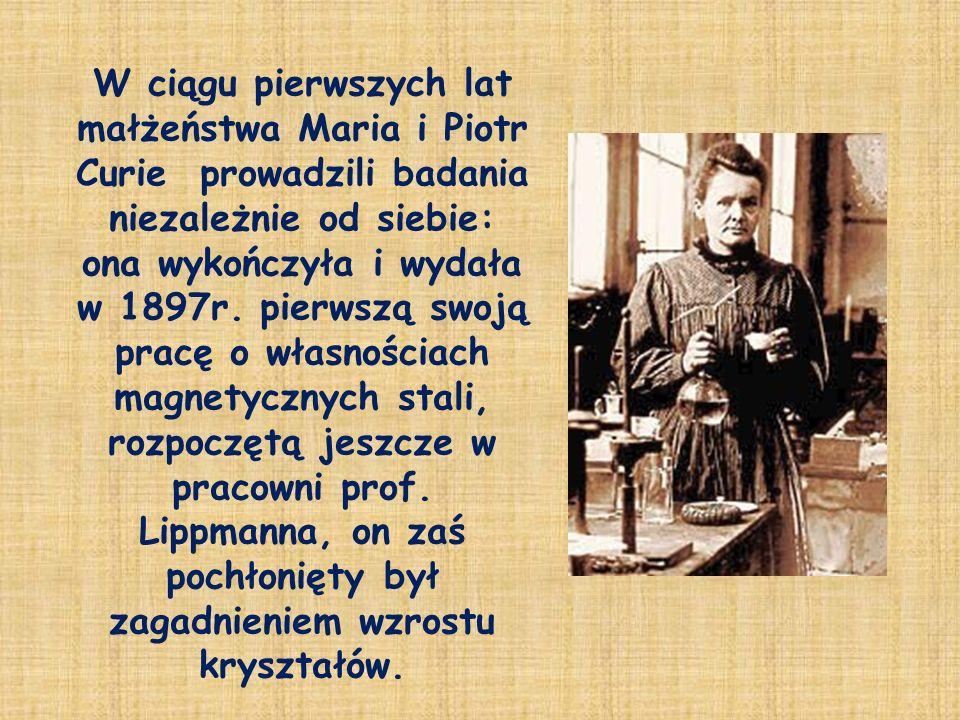 W ciągu pierwszych lat małżeństwa Maria i Piotr Curie prowadzili badania niezależnie od siebie: ona wykończyła i wydała w 1897r.