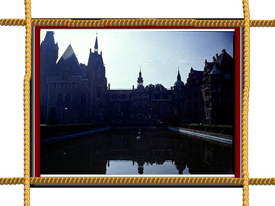 Zamek w Mosznej to zadziwiające dzieło nieznanego architekta.
