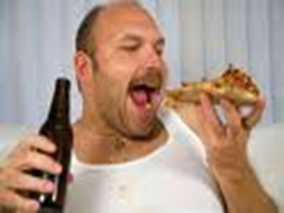 TŁUSZCZE Są wygodnym i głównym źródłem materiału zapasowego (umożliwiają robienie przerw między posiłkami, podczas pracy, umożliwiają funkcjonowanie organizmu poza strefą neutralności cieplnej - utrzymywanie temperatury ciała), Pełnią funkcję budulcową, są składnikiem błon komórkowych oraz stanowią ważny element wchodzący w skład wielu hormonów, cholesterolu oraz ważnych substancji wewnątrzkomórkowych.