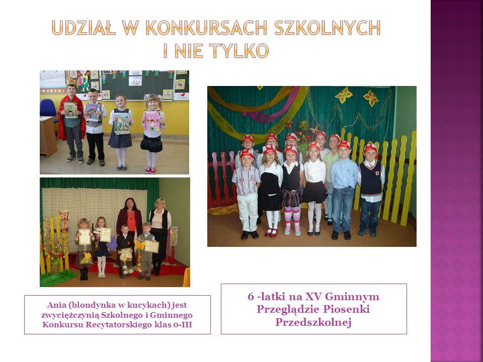 Ania (blondynka w kucykach) jest zwyciężczynią Szkolnego i Gminnego Konkursu Recytatorskiego klas 0-III 6 -latki na XV Gminnym Przeglądzie Piosenki Przedszkolnej