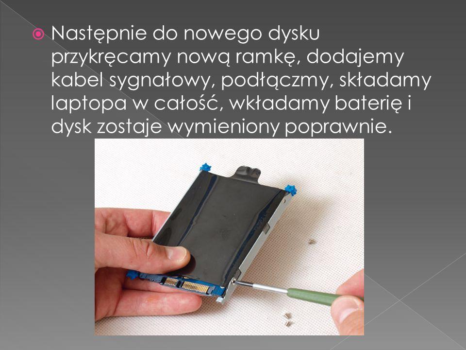 Następnie do nowego dysku przykręcamy nową ramkę, dodajemy kabel sygnałowy, podłączmy, składamy laptopa w całość, wkładamy baterię i dysk zostaje wymieniony poprawnie.
